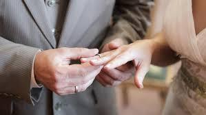 auf welcher seite trã gt den verlobungsring ehering welche alles über trauringe