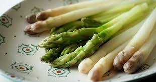 cuisine asperges vertes eplucher et cuire des asperges cuisson des asperges fraiches pas