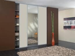 les placards de chambre a coucher deco porte placard chambre idee deco porte placard coulissante