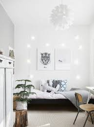 deco chambre cheval déco decoration scandinave pour la chambre enfant armoire blanche