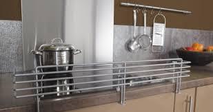 s curit en cuisine les enfants dans la cuisine attention danger leroy merlin