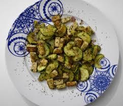 cuisiner tofu poele poêlée de courgettes et tofu aux fines herbes mademoiselle modeuse