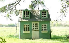 court threat for couple for putting up wendy house in garden
