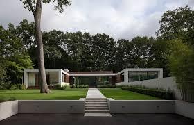 U Shaped House | modern two story u shaped house