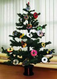 Bright Christmas Decorations 11 Christmas Decorating Ideas And Color Trends 2011 2012