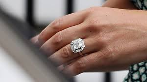 kate s wedding ring whose bling is better pippa s or kate s