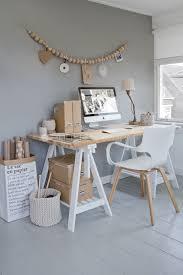 bureau avec treteau bureau avec des tréteaux est 2 boites en bois ikea home ideas