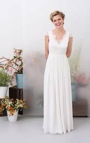 brautkleider rot weiãÿ sommer brautkleid mit v ausschnitt ärmellos aus tüll in weiß