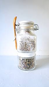 going zero waste simple homemade lavender bath salts learn how to make simple zero waste homemade lavender bath salts from www
