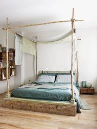 chambre baldaquin déco chambre baldaquin et ciel de lit tendance côté maison