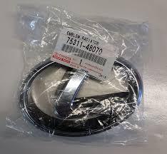 lexus emblem replacement amazon com toyota genuine parts 75311 48070 lexus