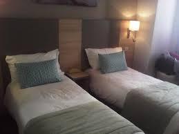 lit chambre chambre avec lit jumeaux calme ch15 photo de hotel du midi