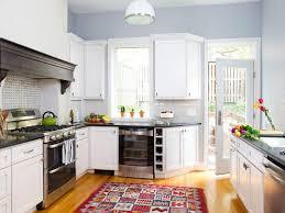 spectacular retro kitchen white kitchen raw wood hamptons style