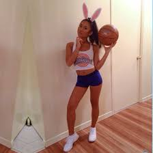 party city halloween bunny costume 20 awesome diy halloween costumes for women bunny space jam