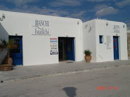 bianchi e bianchi bed linen shop photo from argyrena in mykonos