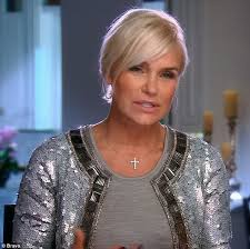 yolanda foster hair how to cut and style yolanda foster reveals how she punished daughter bella hadid after