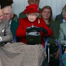 queen handbag what does queen elizabeth ii carry in her purse popsugar celebrity