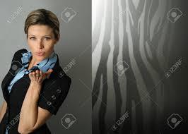 baise au bureau playful femme d affaires exécutif avec baiser paume ouverte