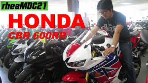 honda cbr latest model checking out the new honda cbr 600rr middleweight sportbike youtube