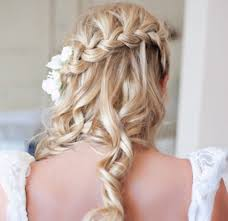 Hochsteckfrisurenen Hochzeit Blond by Brautfrisuren Mit Blumen 22 Ideen Für Ein Perfektes Hochzeitsgefühl