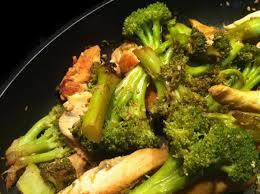 cuisiner brocolis a la poele recette poulet et brocolis sautés au sésame 750g