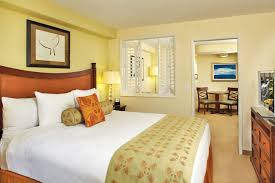 2 Bedroom Suites Waikiki Beach Courtyard By Marriott Waikiki Beach In Honolulu Hi Bookit Com
