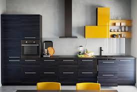 cuisine sur un pan de mur aménager une cuisine en longueur travaux com