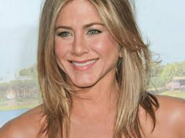 what is the formula to get jennifer anistons hair color hair how to jennifer aniston s polished premiere style more com