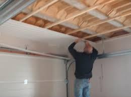 lambris pvc plafond cuisine plafond lambris pvc simple id es sur le th me lambris pvc sur
