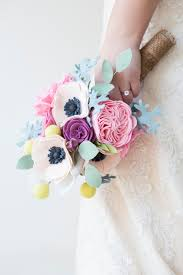 diy bouquet this wedding bouquet is made out of felt flowers learn how