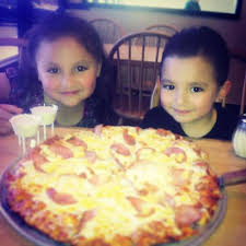 round table pizza hayward amador round table pizza in san leandro ca 13700 doolittle dr ste 104