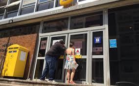 fermeture des bureaux de poste fermeture des bureaux de poste en essonne la cgt dépose un