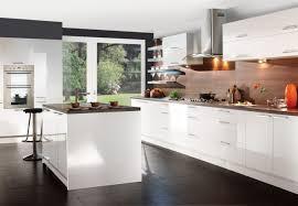 weiße küche mit holz moderne hochglanz küchen in weiß 25 traumküchen mit hochglanzfronten
