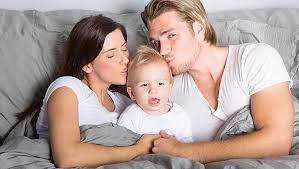 mama dormida mientras que su hijo se la coge con los hijos buena o mala costumbre