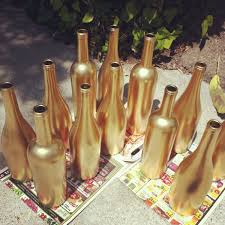 New Years Eve Wine Bottle Decoration by New Year Party Decor Ideas Gilded Glittery Glossy Gold
