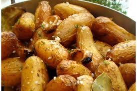cuisiner pomme de terre grenaille recette de pommes de terre grenailles aux herbes aromatiques et sel