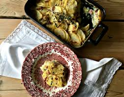 cuisine plat potato gratin with smoked duck and thyme the