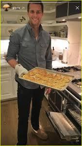 cook thanksgiving dinner gisele u0026 tom brady prepare thanksgiving dinner with kids pics