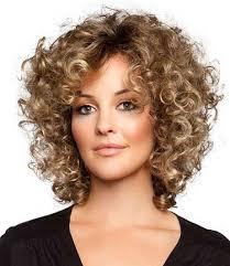 coupe de cheveux fris s idées coupes coiffures visage rond cheveux bouclés conseils