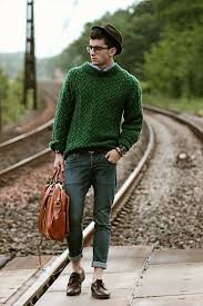 how to wear a green cable sweater 5 looks s fashion