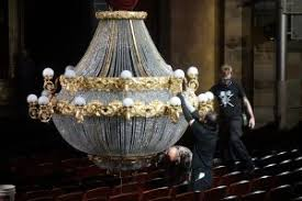 Phantom Of The Opera Chandelier Falling Phantom Of The Opera U201d Returns To Haunt Buell Theatre Audiences