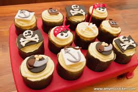 Pirate Cake Decorations Pirate Cupcakes Party Fun Pinterest Pirate Cupcake Pirates