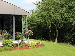 jardin paysager avec piscine luxueuse propriété contemporaine avec piscine intérieure belles
