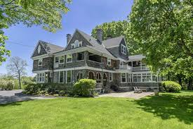 English Style Home Shingle Style Ridgefield Home Blends American And English Styles