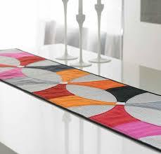 modern petals table runner pattern