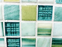 Choosing Glass Tiles For Backsplashes - Teal glass tile backsplash