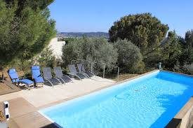 provence holiday villa with pool to rent near avignon