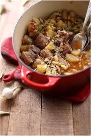 cuisiner le sauté de porc sauté de porc aux flageolets pommes de terre et lardon chefnini