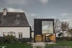 extension maison contemporaine extension d u0027une maison en bois noir face à la mer antonin ziegler