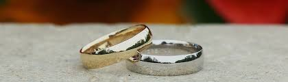 mens wedding bands that don t scratch gold vs platinum what s the best metal for your ring
